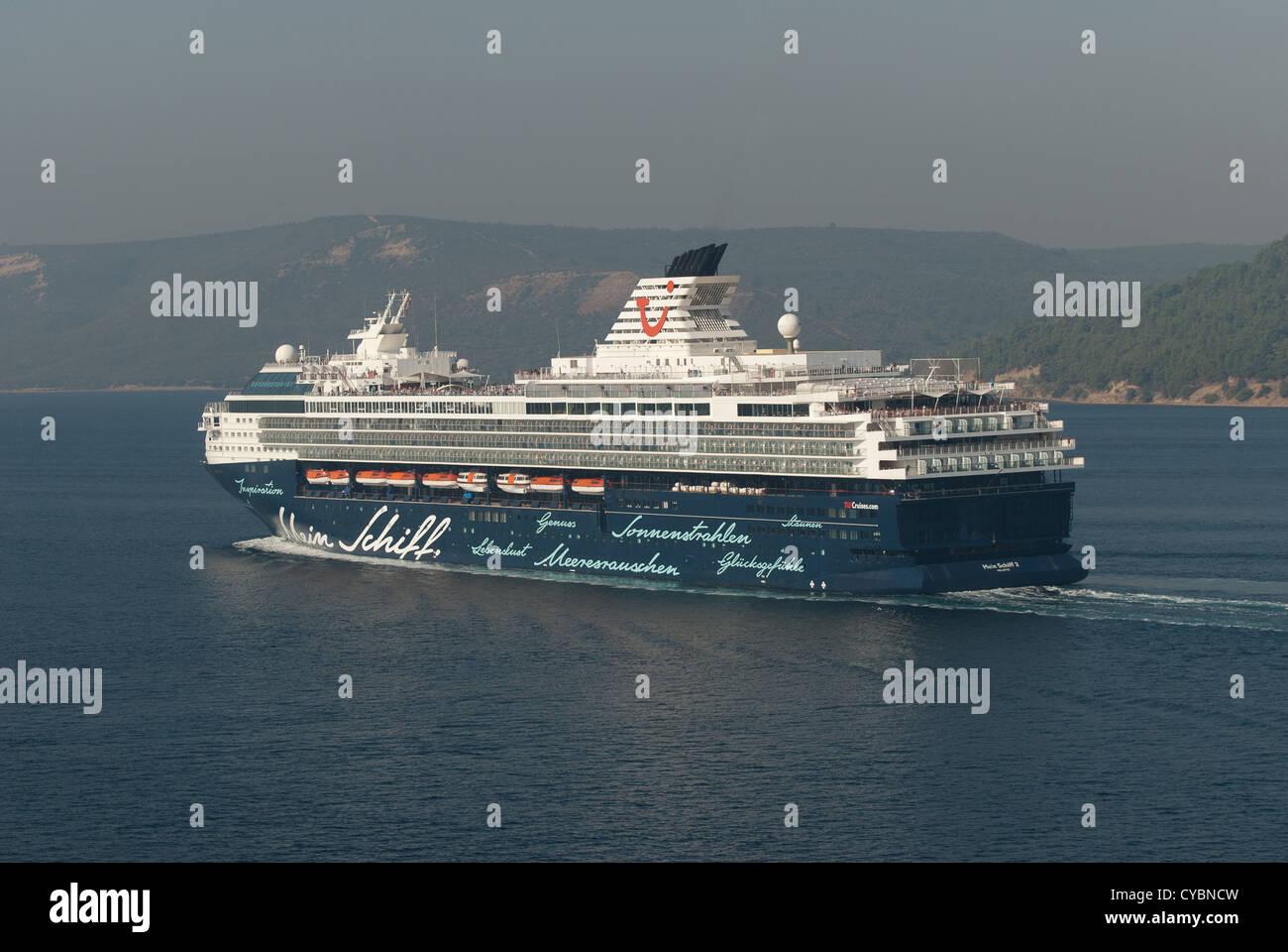 Cruise Liner Mein Schiff 2 cruising the Dardanelles - Stock Image