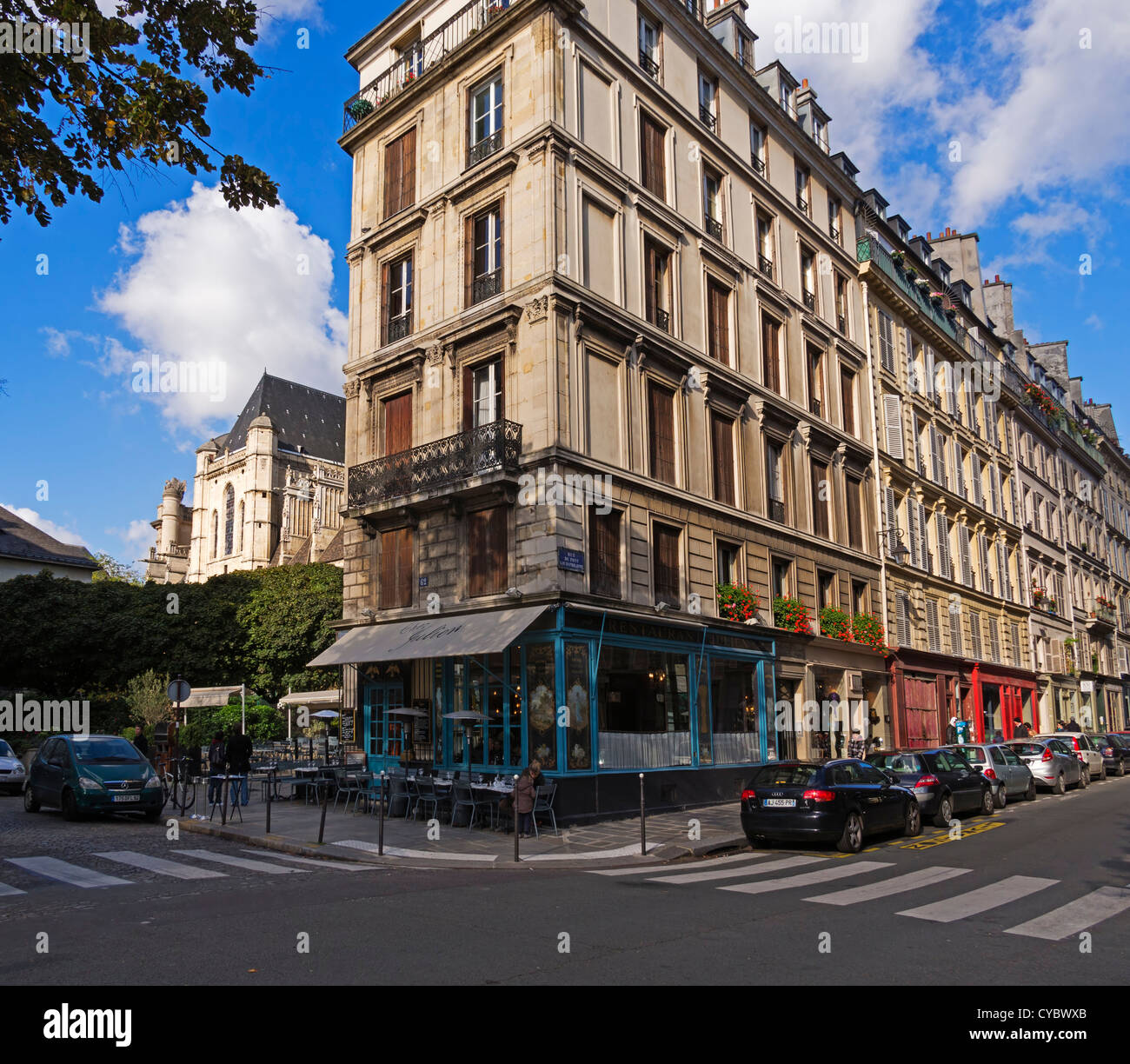 Rue du Pont Louis Philippe and Chez Julien, Paris. A typical corner bistro dating from Napoleonic times. - Stock Image