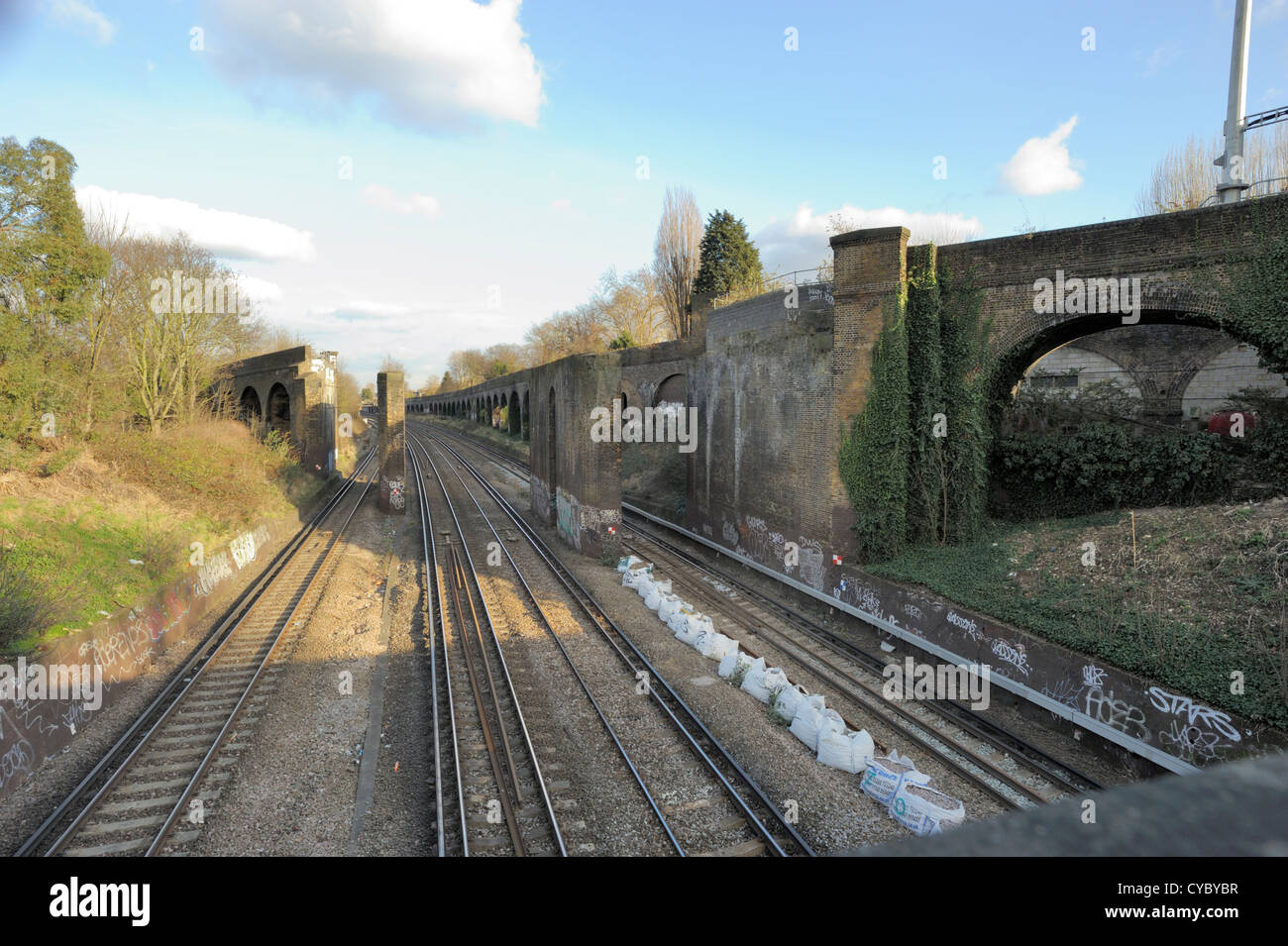 Disused railway crossover junction - Stock Image