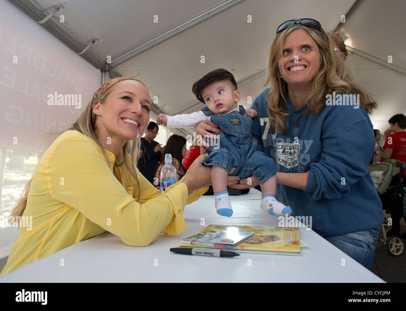 Singer and author Jewel poses with fans while signing copies of her children's book at the Texas Book Festival - Stock Image