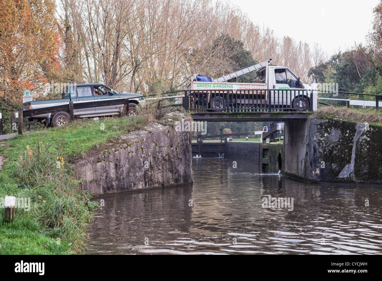 Truck crossing the weak bridge at Pyrford Lock, Wisley, Surrey - Stock Image