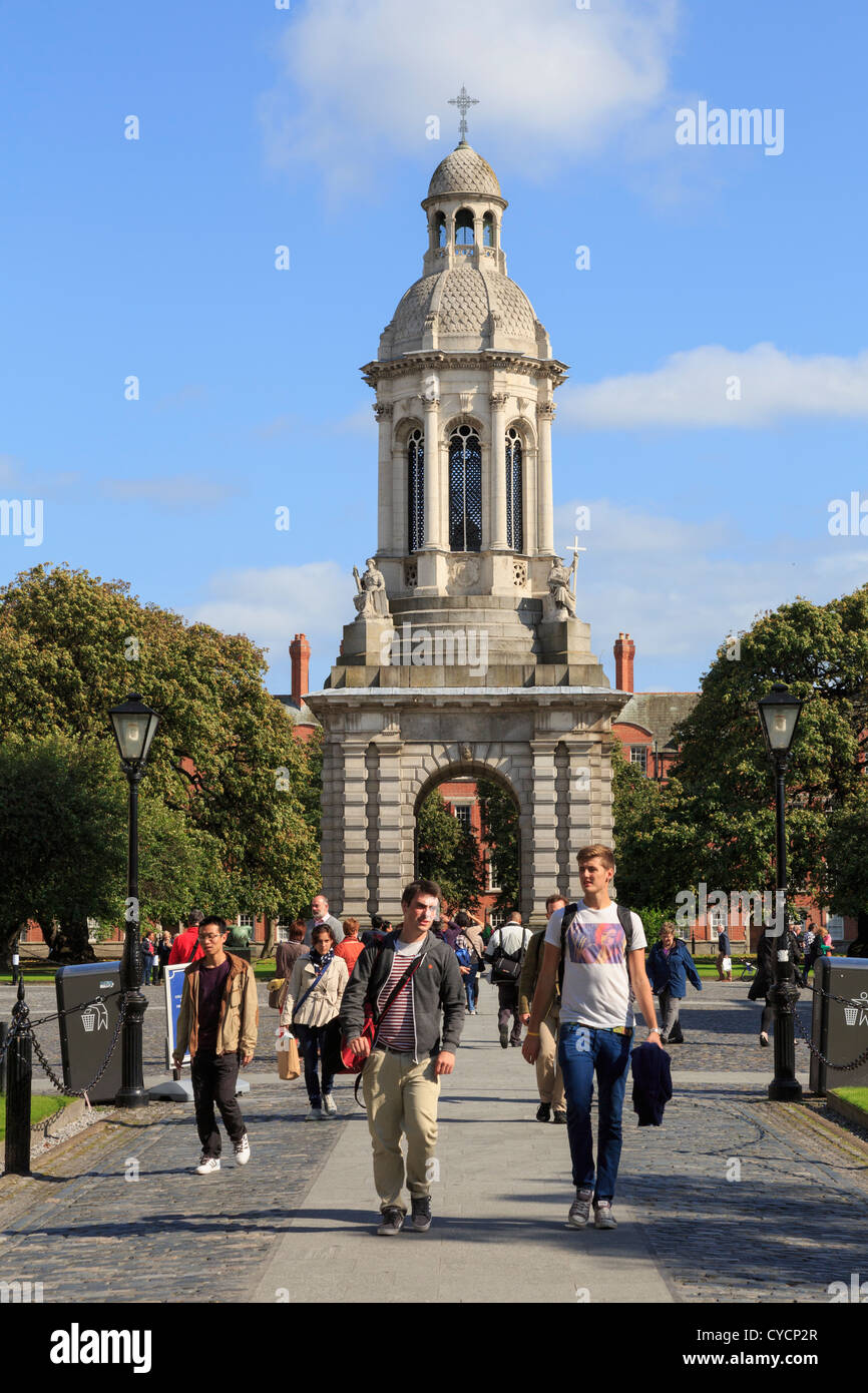 Tourists in Parliament Square in Trinity College University of Dublin campus with The Campanile in College Green - Stock Image