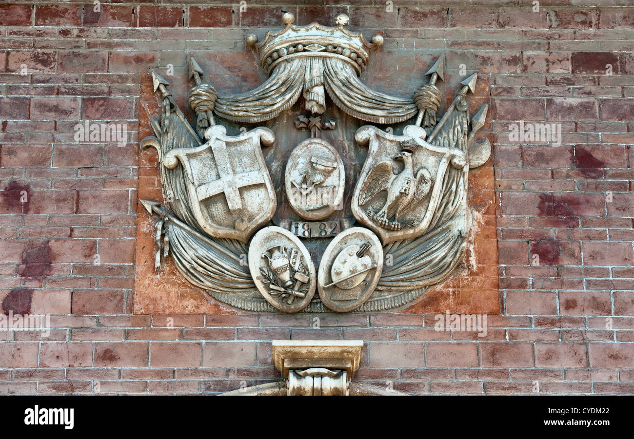 Siracusa, Sicily, Italy. A coat of arms over the entrance to a palazzo - Stock Image