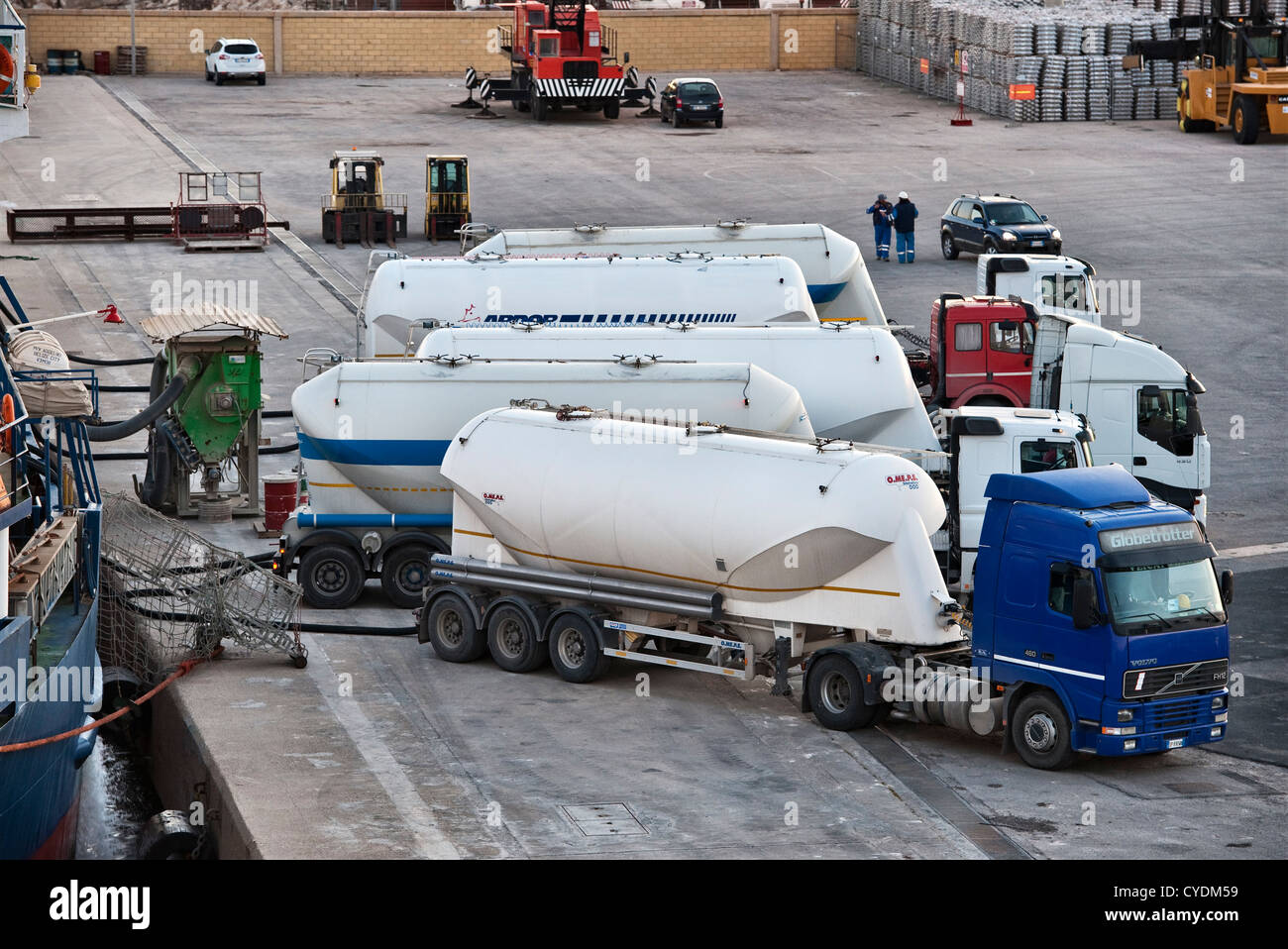 The port of Pozzallo, Sicily, Italy. Road tankers at the quayside taking on or discharging bulk cargo - Stock Image