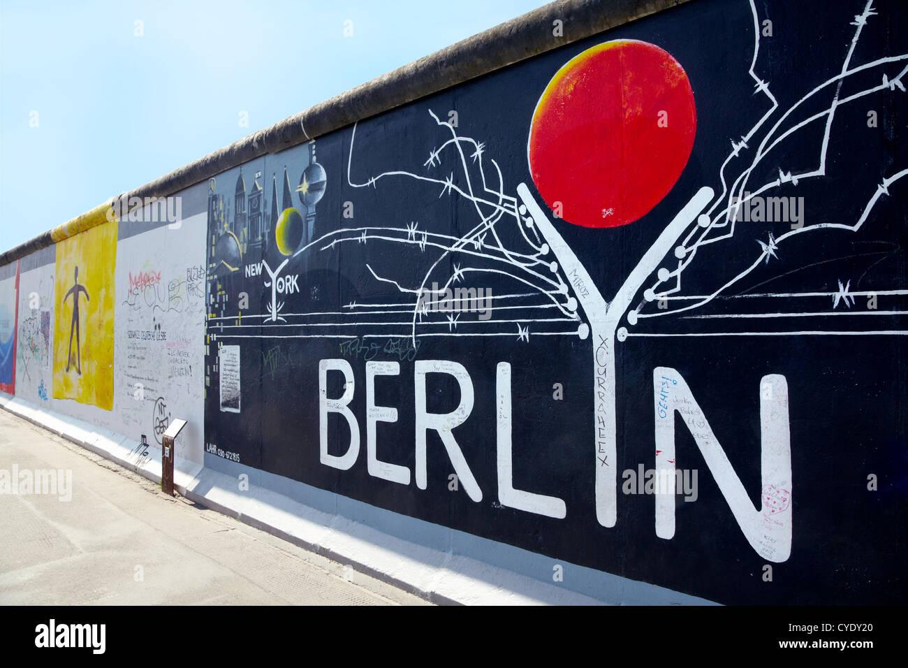 East side Gallery, graffiti in Berlin - Stock Image