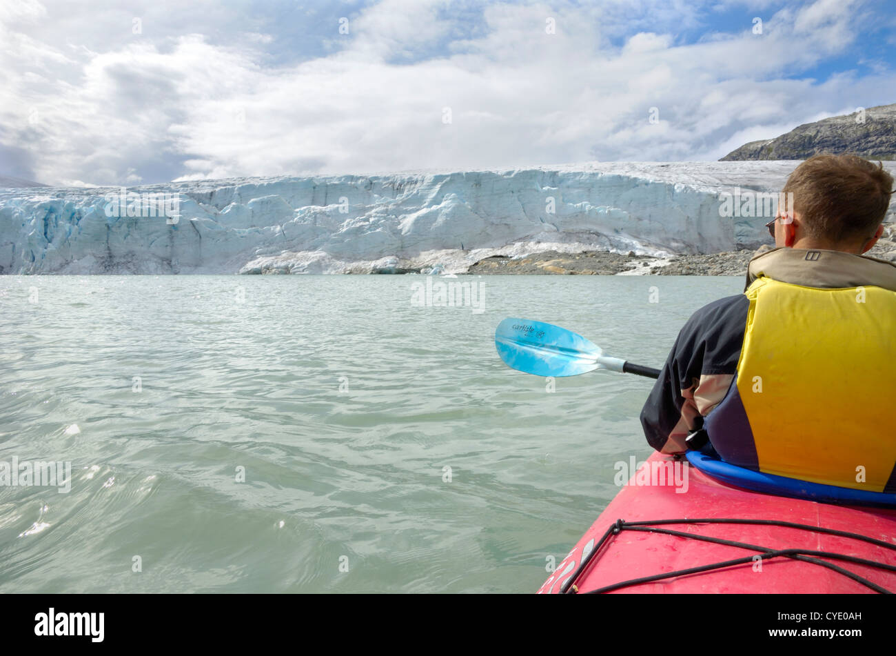 Kayaking to Austdalsbreen glacier, Styggevatnet lake, Jostedalsbreen icecap, Sogn og Fjordane, Norway - Stock Image