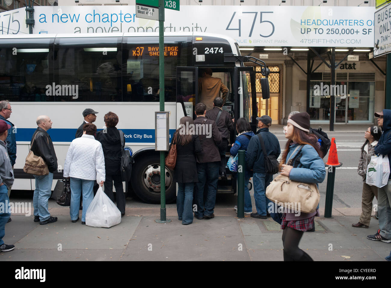 Commuters in New York contend with crowded buses, traffic and long lines on their trip home Stock Photo