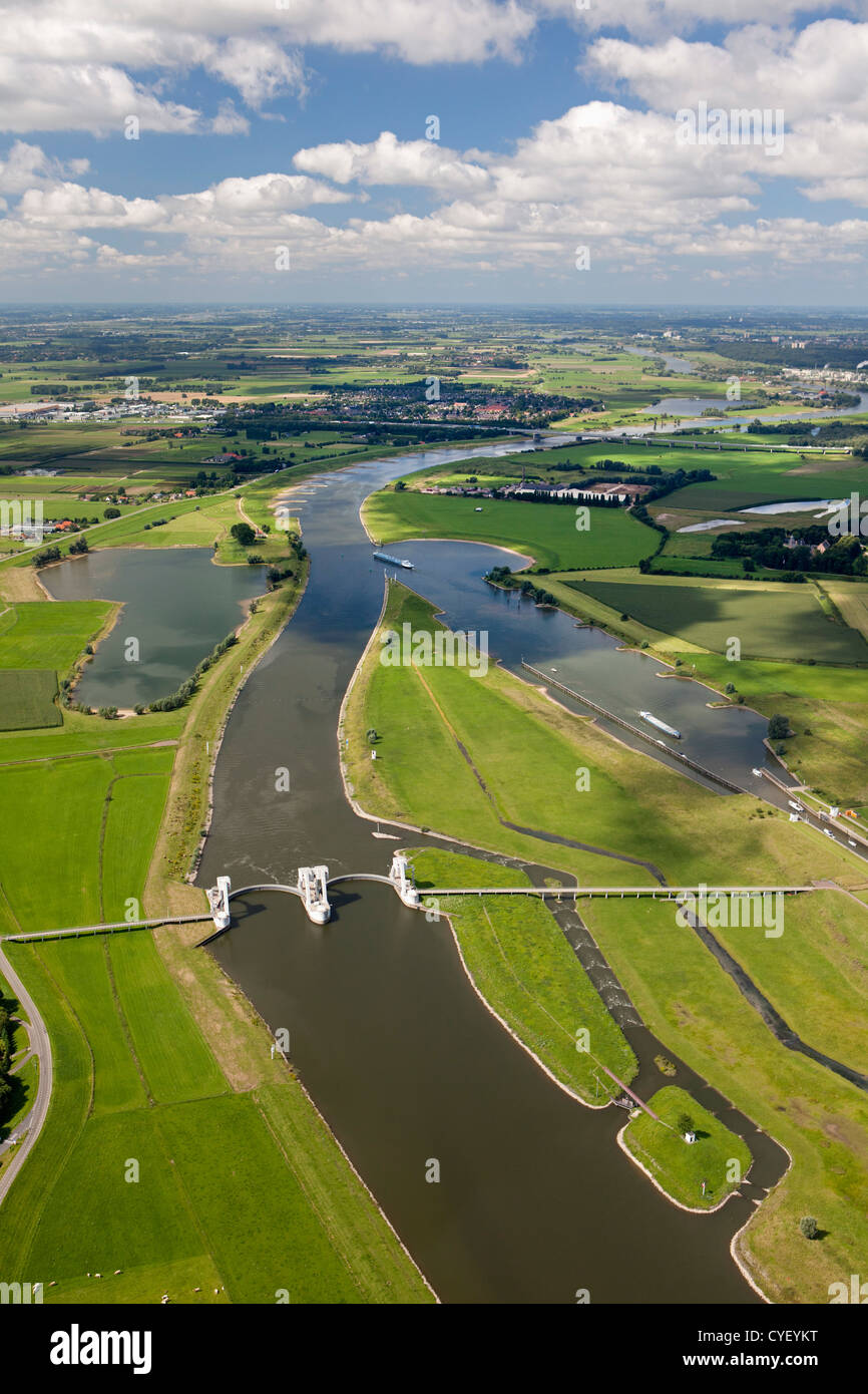 The Netherlands, Driel, Weir in river Rhine. Aerial. - Stock Image