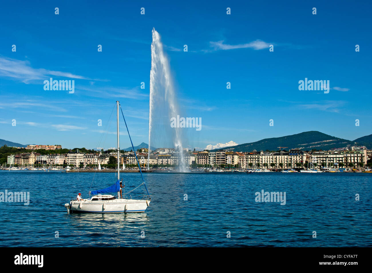 The monumental water fountain Jet d'Eau in the Lake Geneva in front of the lakefront on the left lake bank, - Stock Image
