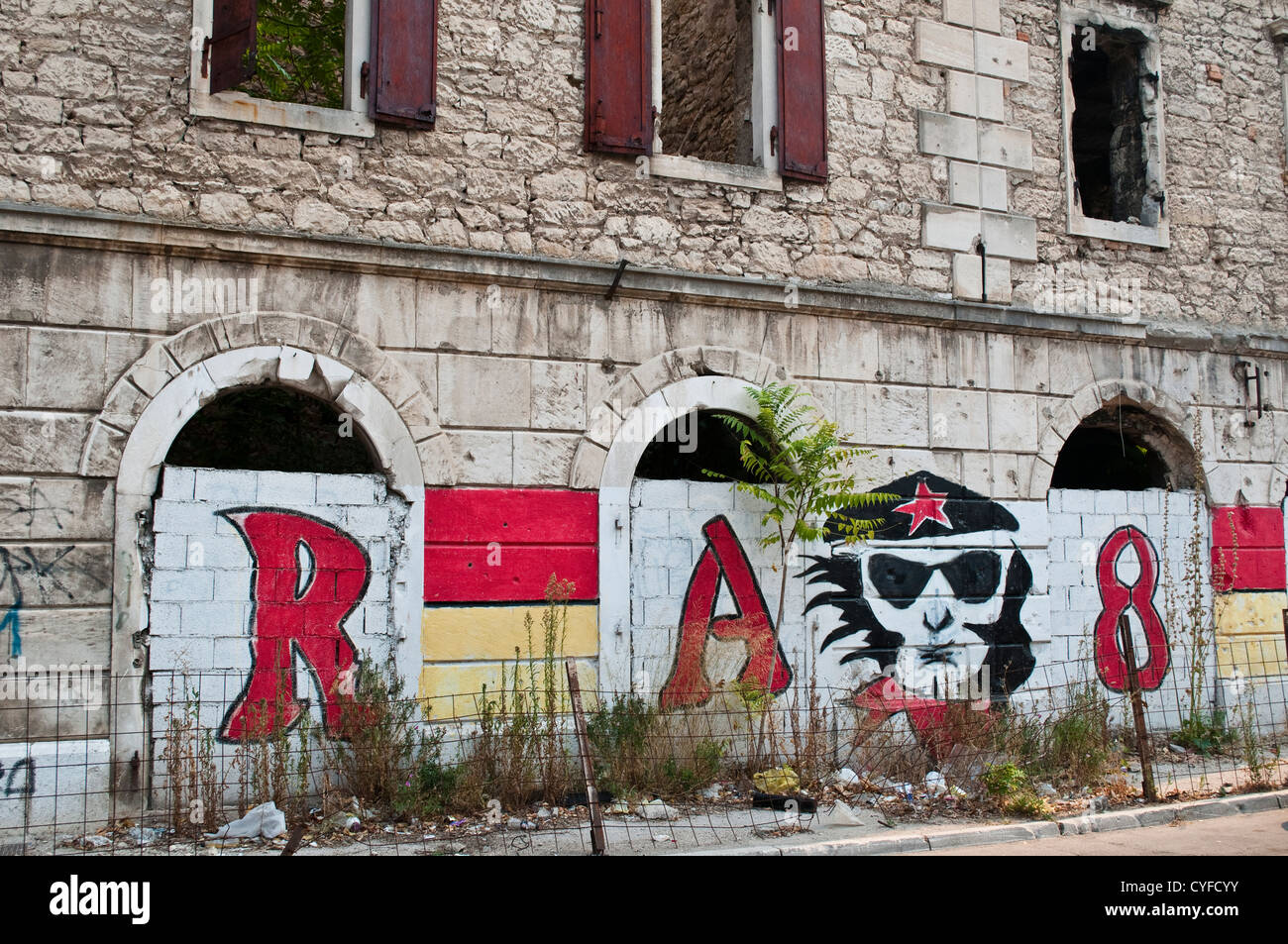 Building destroyed in the war 20 years on, covered with graffiti, Mostar, Bosnia and Herzegovina - Stock Image