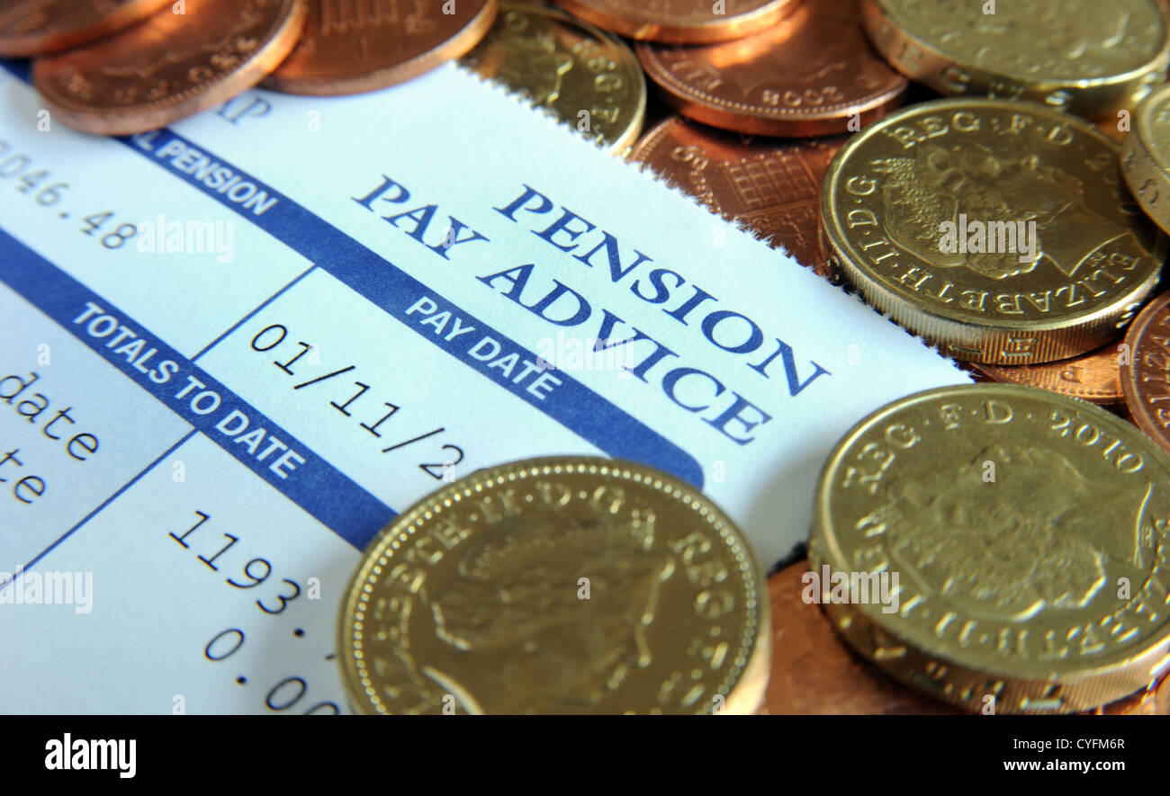 COMPANY PENSION SCHEME PAY ADVICE SLIP WITH BRITISH MONEY RE PENSIONS WORKPLACE INCOMES RETIREMENT WAGES THE ECONOMY - Stock Image