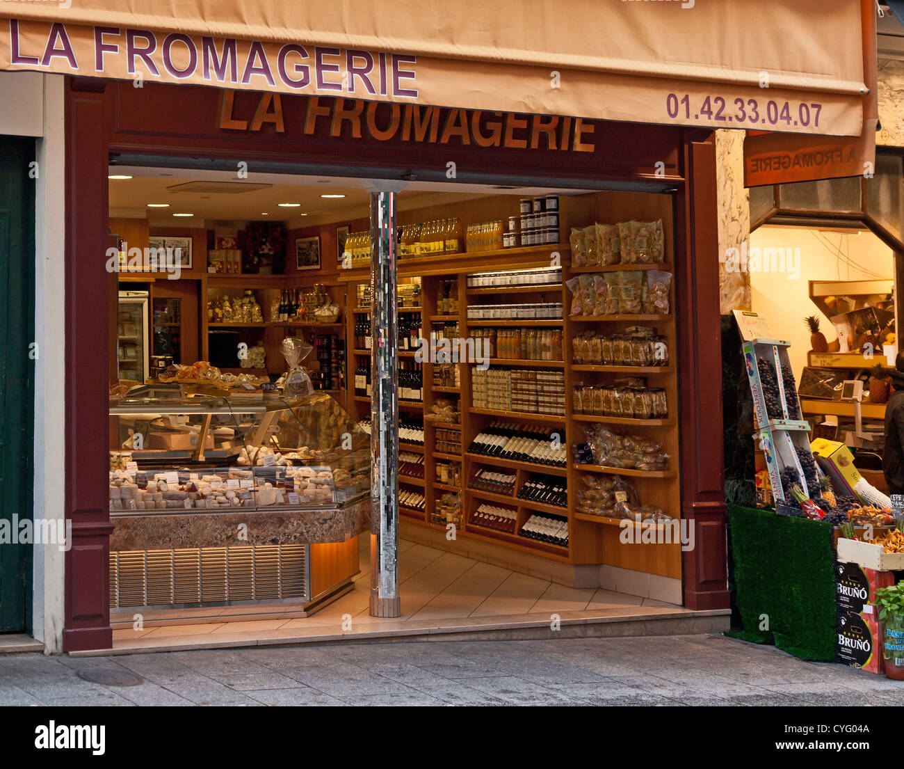 La Fromagerie, specialist cheese, wine and delicatessen shop in central Paris, France. Chilled display and goods - Stock Image