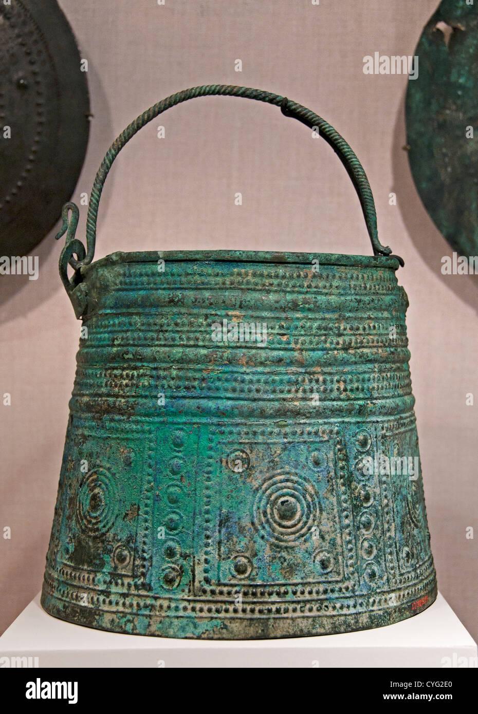 Bronze situla bucket 8th century BC Villanovan 20 cm Villanovan culture was the earliest Iron Age Italy  Bronze - Stock Image