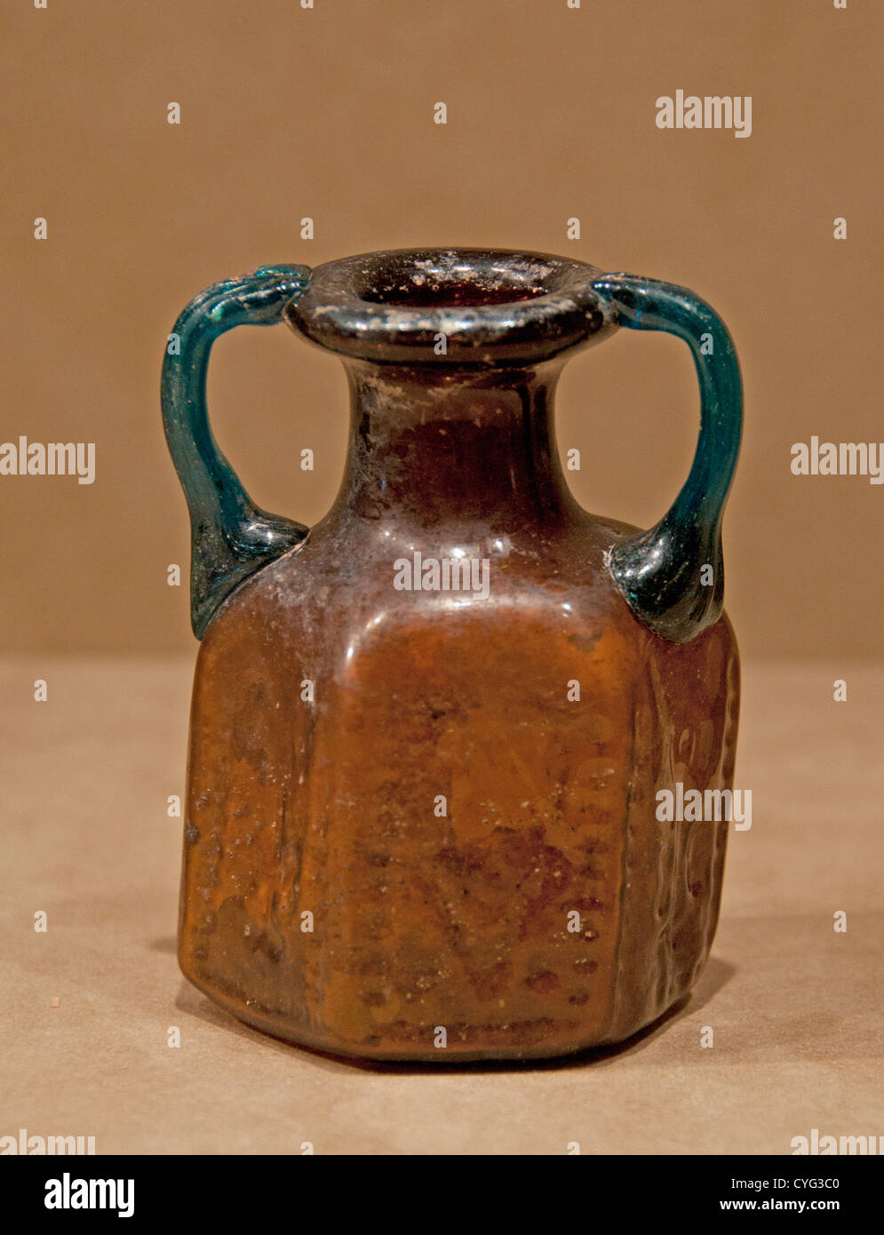 Hexagonal Jug 500–650 Byzantine Moulded glass 10 cm vessels made for Jews Christians pilgrims visiting holy sites - Stock Image