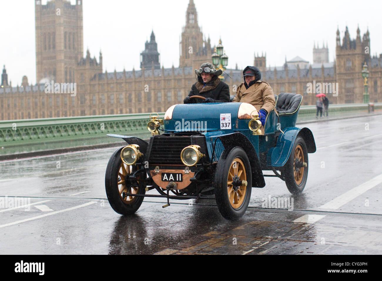 Royal Automobile Club's annual Veteran Car Run London to Brighton. 04.11.2012 Picture shows No.337 a 1903 Daimler - Stock Image