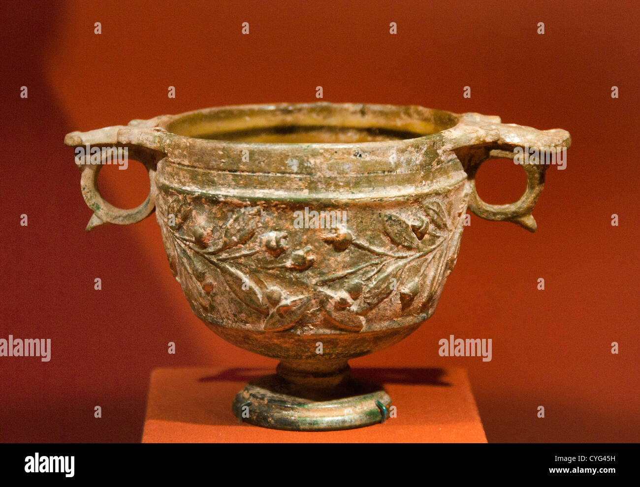 Skyphos footed wine cup with laurel sprays on the body Roman Period A.D. 50 Tarsus Turkey Anatolia Lead glazed terracotta - Stock Image