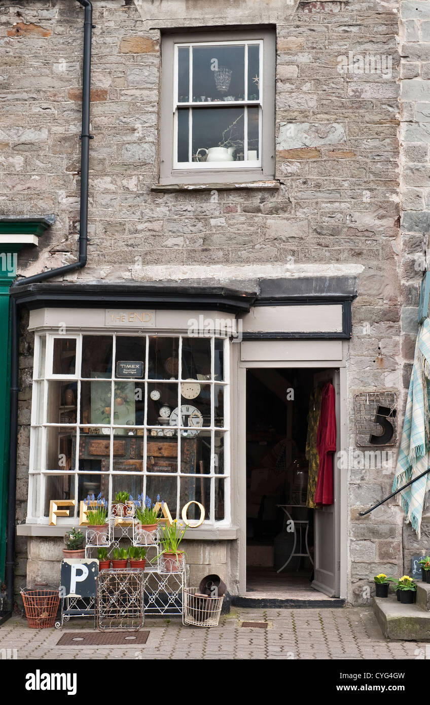 The End, a quirky antique shop in Hay-on-Wye, Powys, UK. - Stock Image