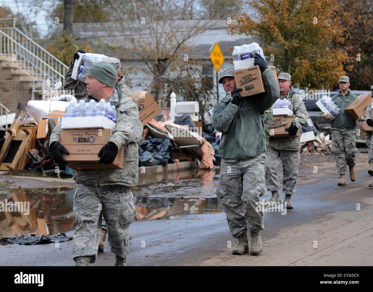 New York Air National Guardsmen deliver emergency food supplies to victims of Hurricane Sandy November 2, 2012 on - Stock Image