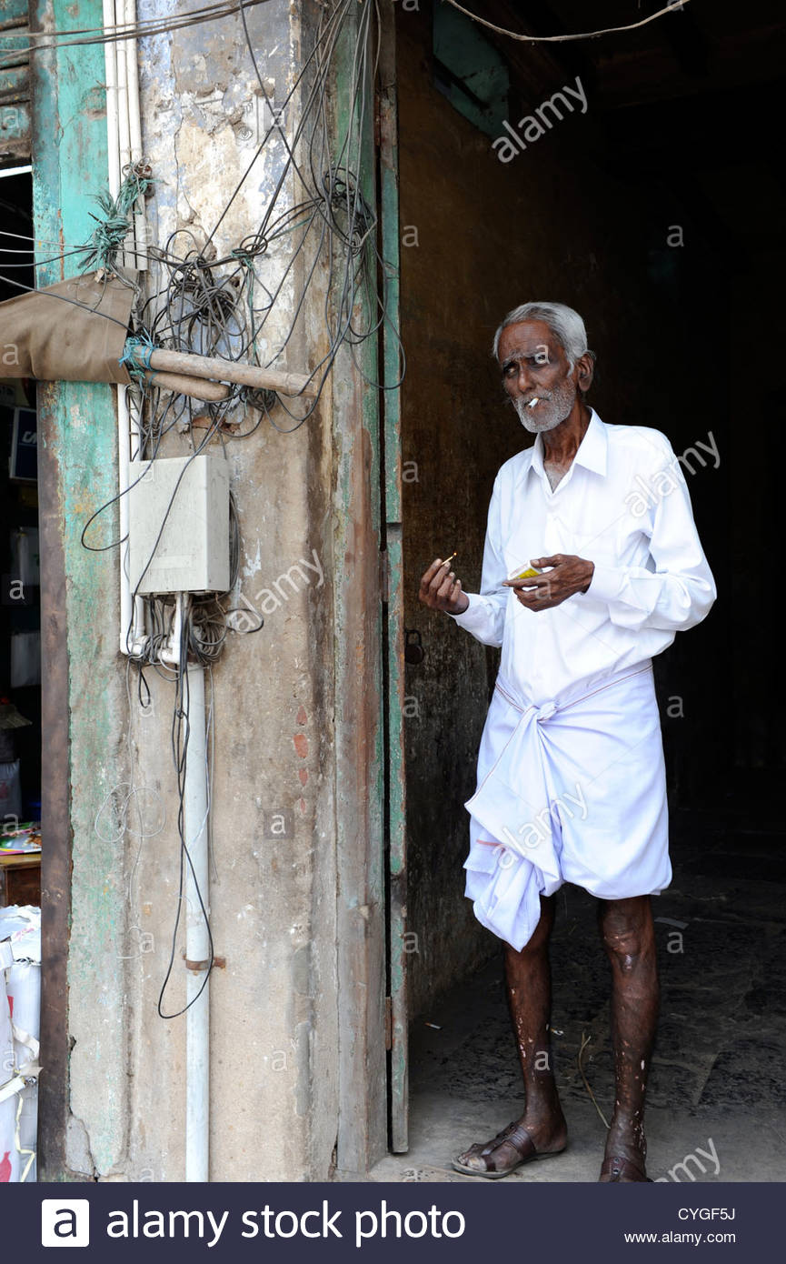 Senior man, Indian ethnicity, smoking, Rajasthan, India - Stock Image