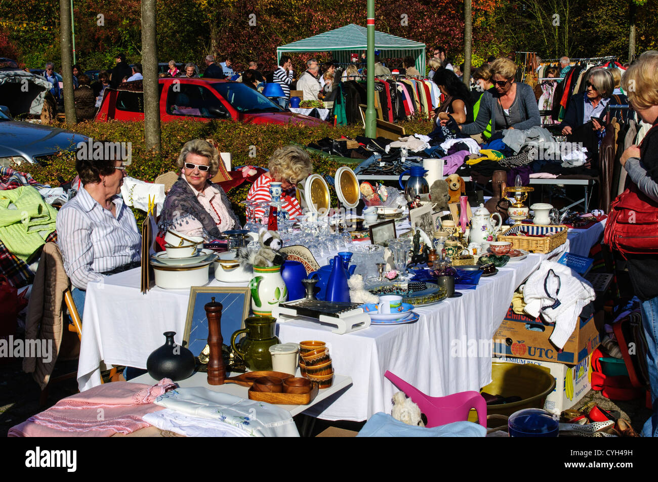 Jumble, or car boot sale in the sunshine, Meerbusch, Germany. - Stock Image