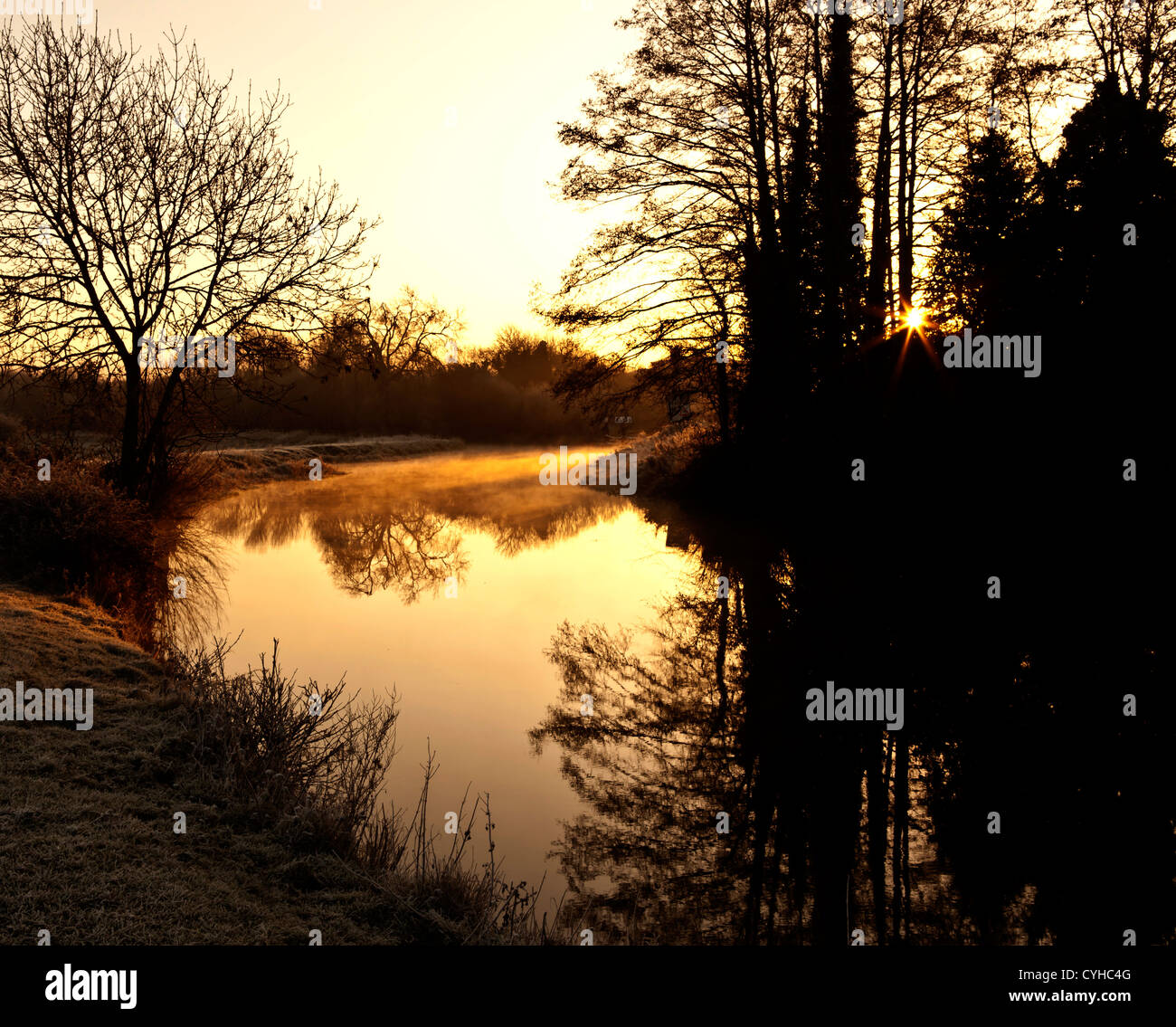 Dawn on the Kennet & Avon canal at Calcot near Reading Berkshire in January Stock Photo