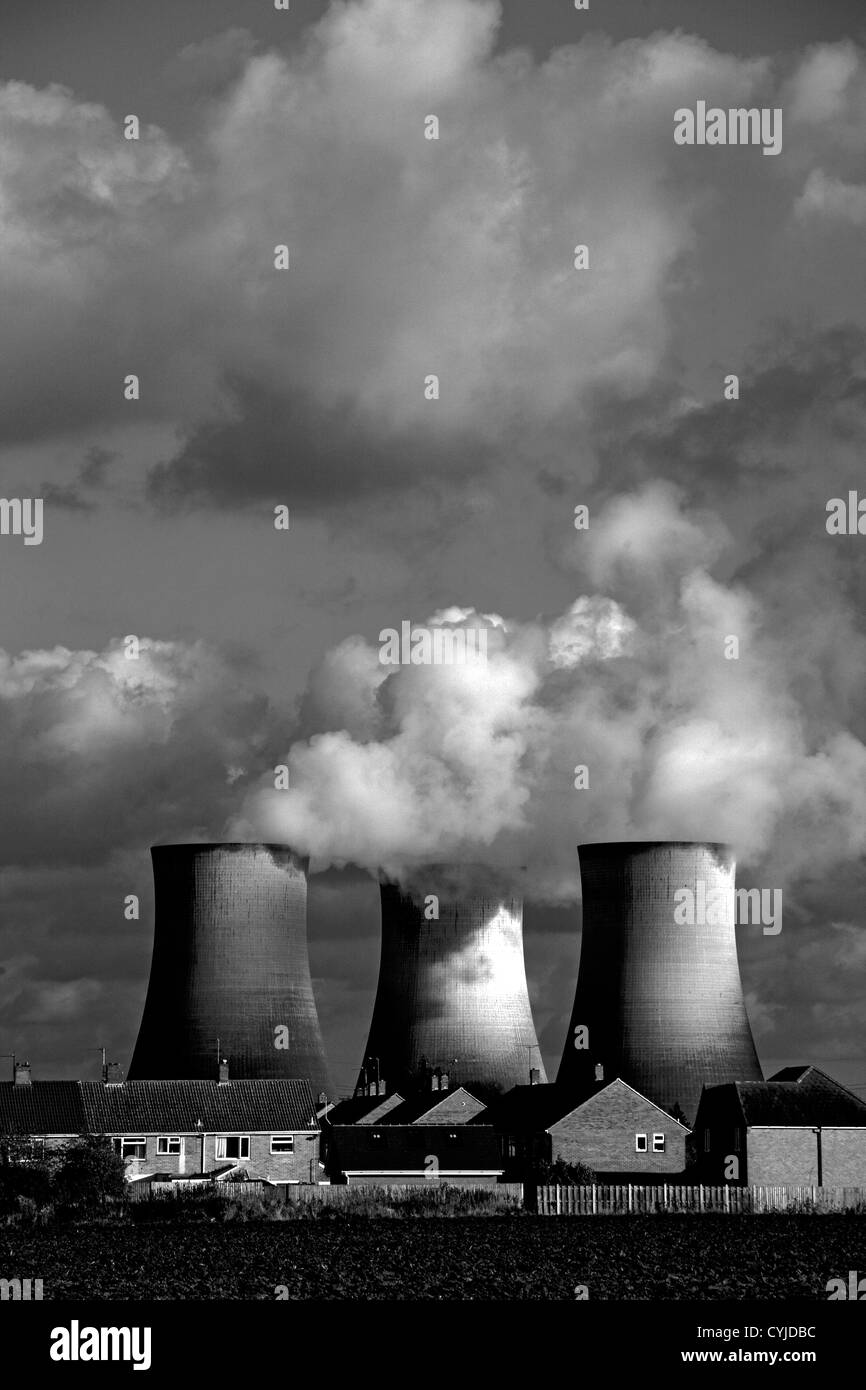 cooling towers and electricity pylons at coal fired power station in England - Stock Image