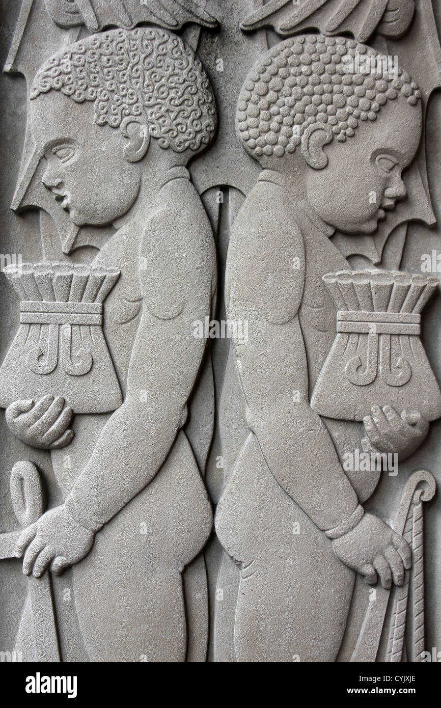 Stone Carving Of Two Slave Boys Carrying Money Bags On Martins Bank, Liverpool, UK - Stock Image