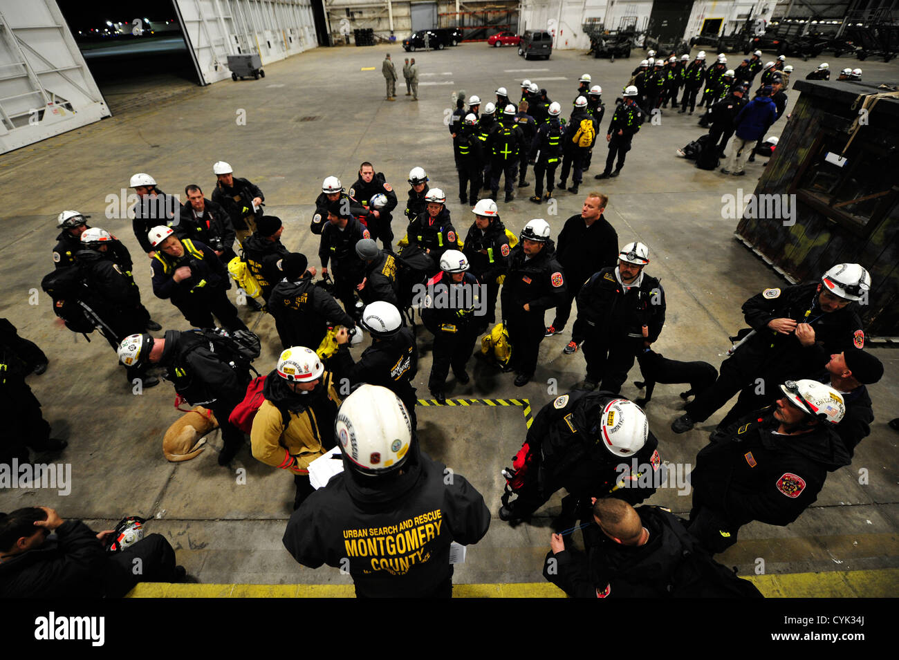 JOINT BASE MCGUIRE-DIX-LAKEHURST, N.J. – Members of the National Urban Search and Rescue Task Force receive a briefing Stock Photo