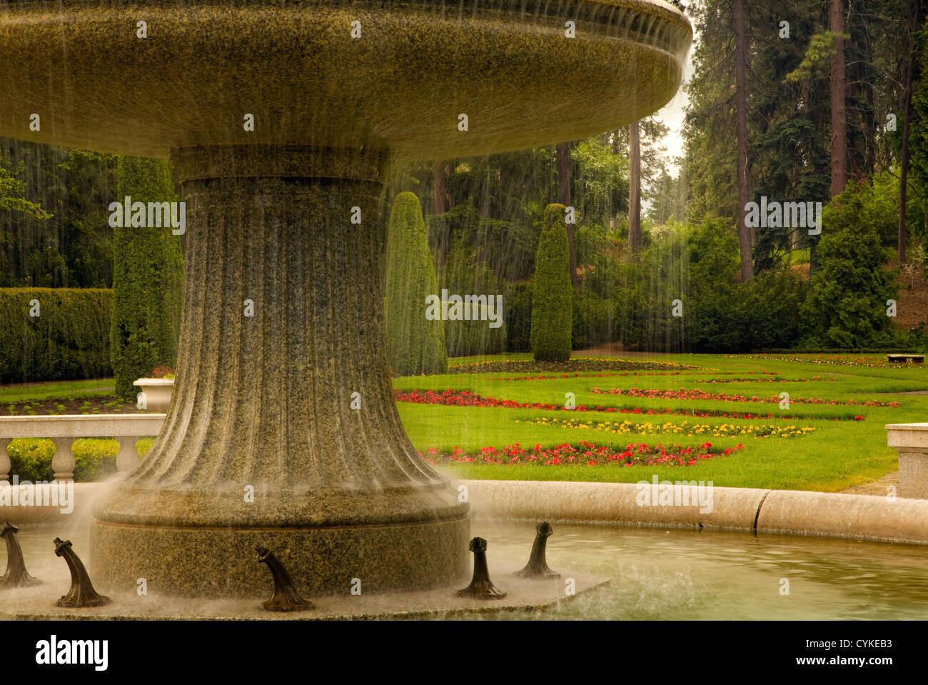 The Fountain In The Formal Garden Stock Photos & The Fountain In The ...