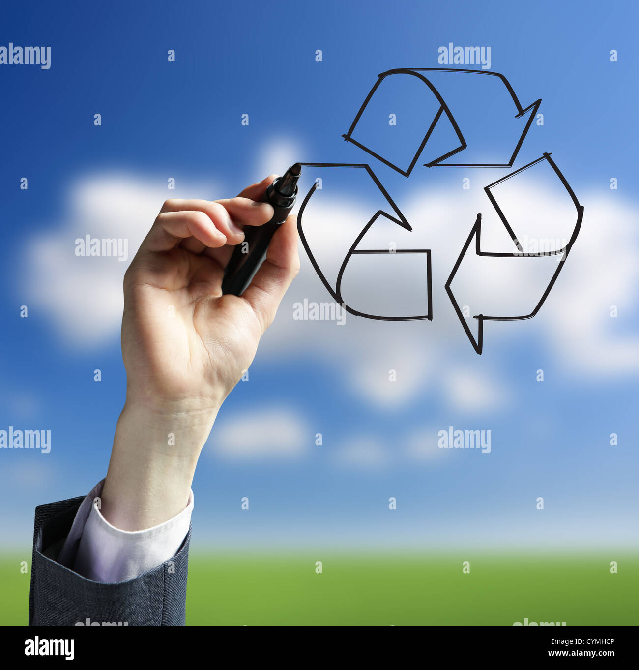 Businessman hand drawing a recycling logo - Stock Image