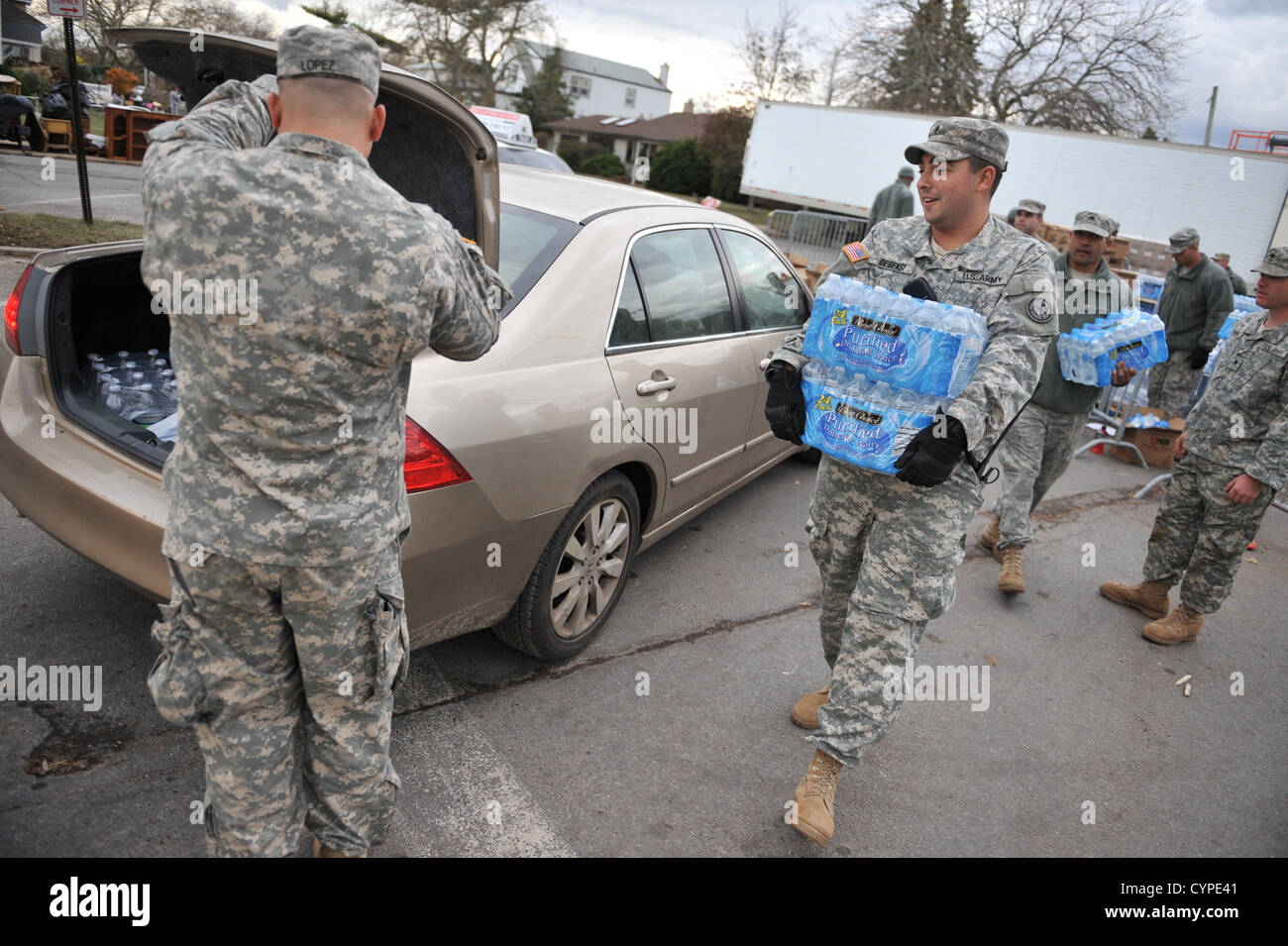 LONG BEACH, NY - Soldiers and Airmen with the New York Air National Guard provide relief support to Long Beach, Stock Photo