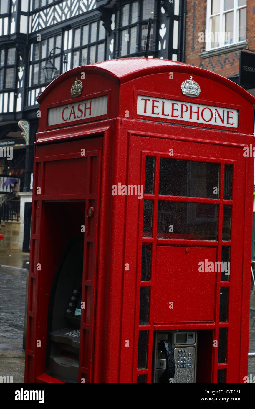 Red telephone kiosk in England - Stock Image