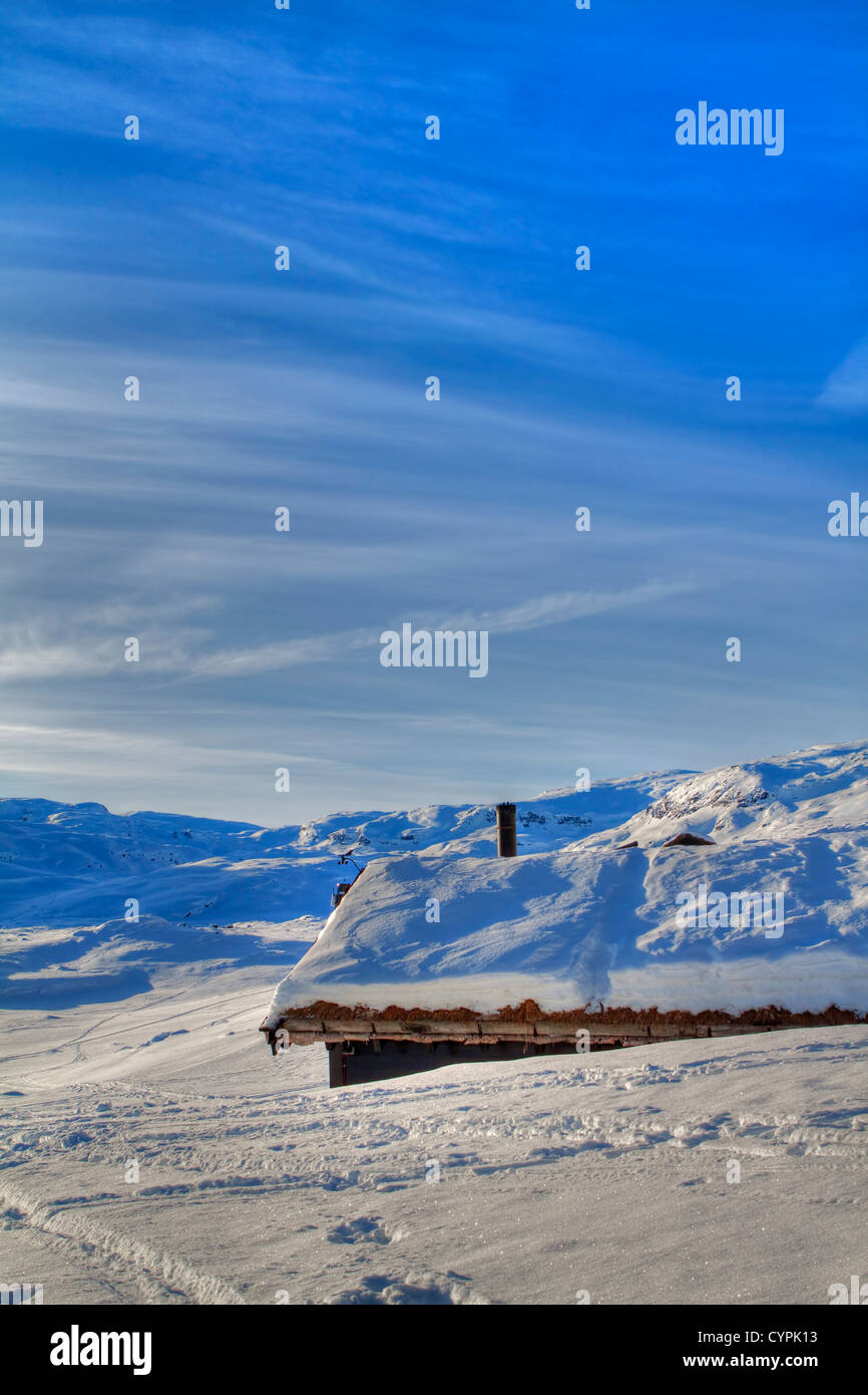 Snowed in cabin in the Norwegian mountains - Stock Image