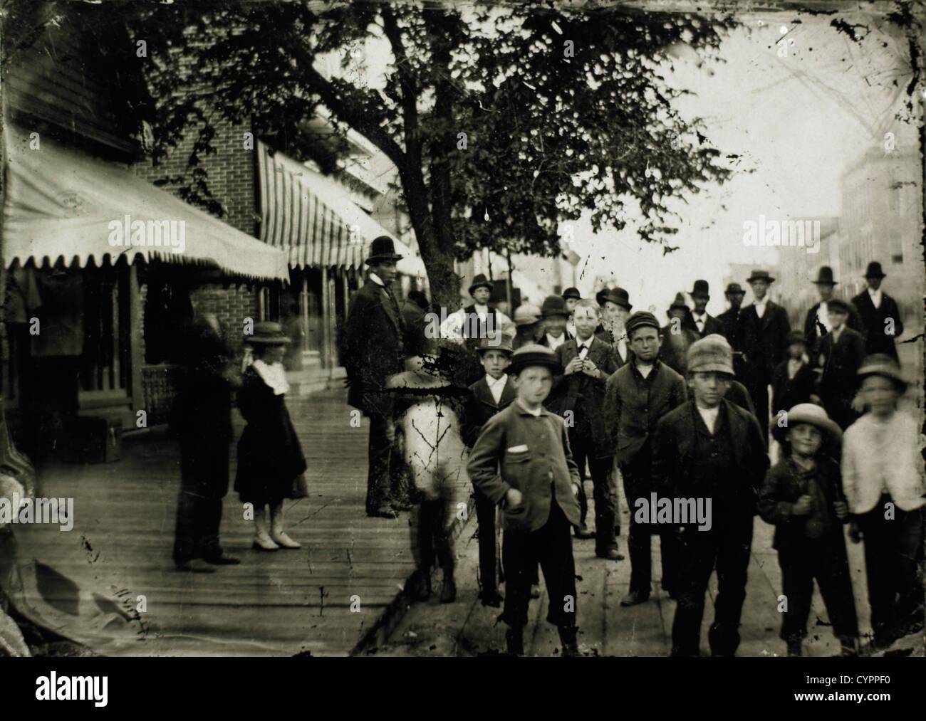 Crowd in Street, USA, circa 1900 - Stock Image