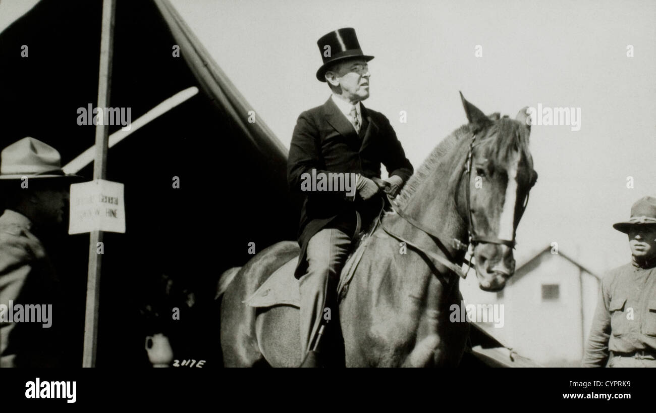 President Woodrow Wilson Visiting Army Camp on Horseback, Sea Girt, New Jersey, USA, 1917 - Stock Image