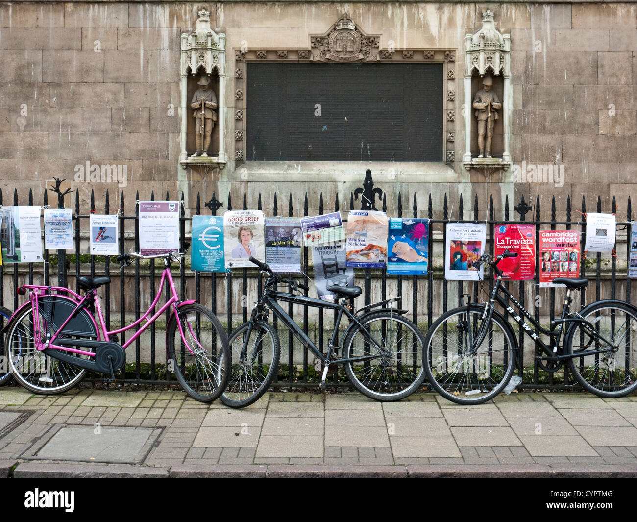 Bikes leaning against the fence outside of Great St. Mary's Church, Cambridge - Stock Image