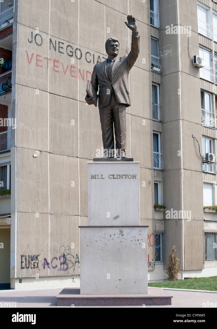 Statue of Bill Clinton in Pristina, the capital of the Republic of Kosovo. - Stock Image