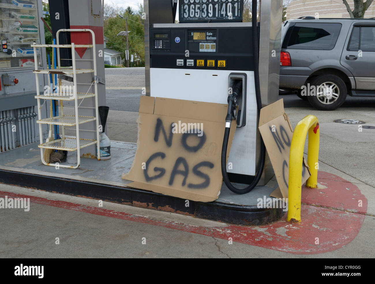 'No gas' sign.  Gas shortage in the New Jersey/New York area following Hurricane Sandy. - Stock Image