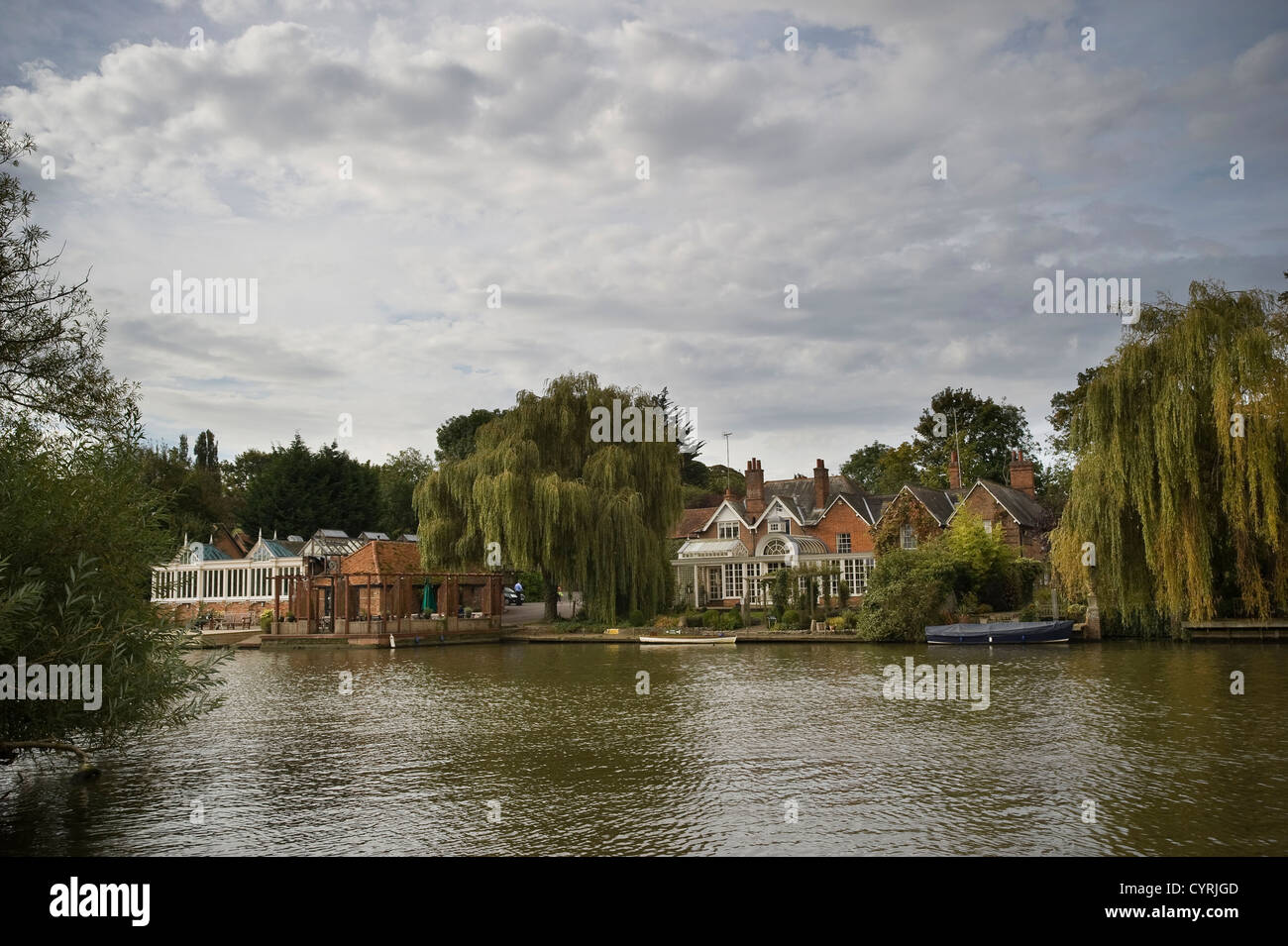 Large, expensive properties on the banks of the River Thames near South Stoke, Oxfordshire, UK - Stock Image