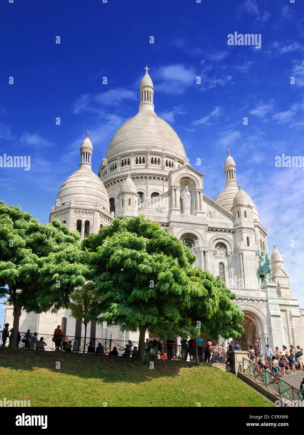 The basilica Sacre Coeur ('Basilica of the Sacred Heart of Jesus') on Montmartre in Paris, France. - Stock Image