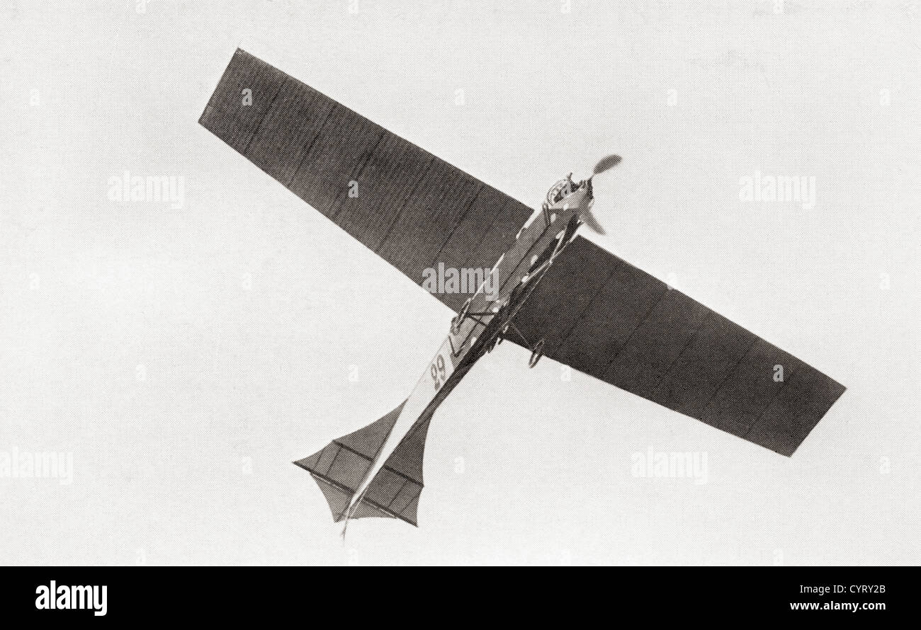 Arthur Latham's monoplane in the air in 1909. Arthur Charles Hubert Latham, 1883 –1912. French aviation pioneer. - Stock Image