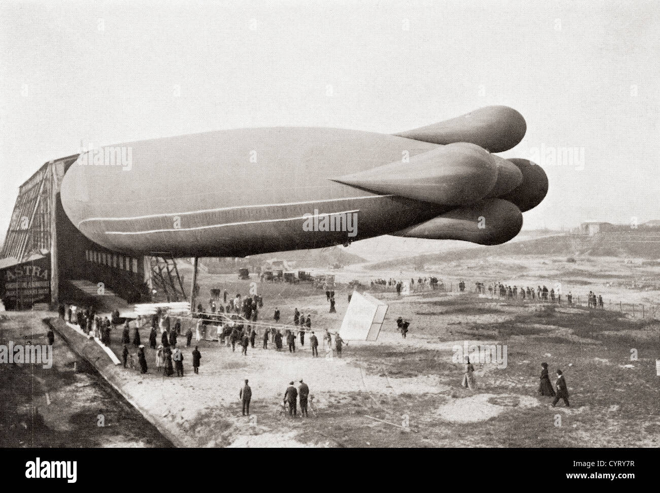 A Clément-Bayard Airship in 1909. - Stock Image