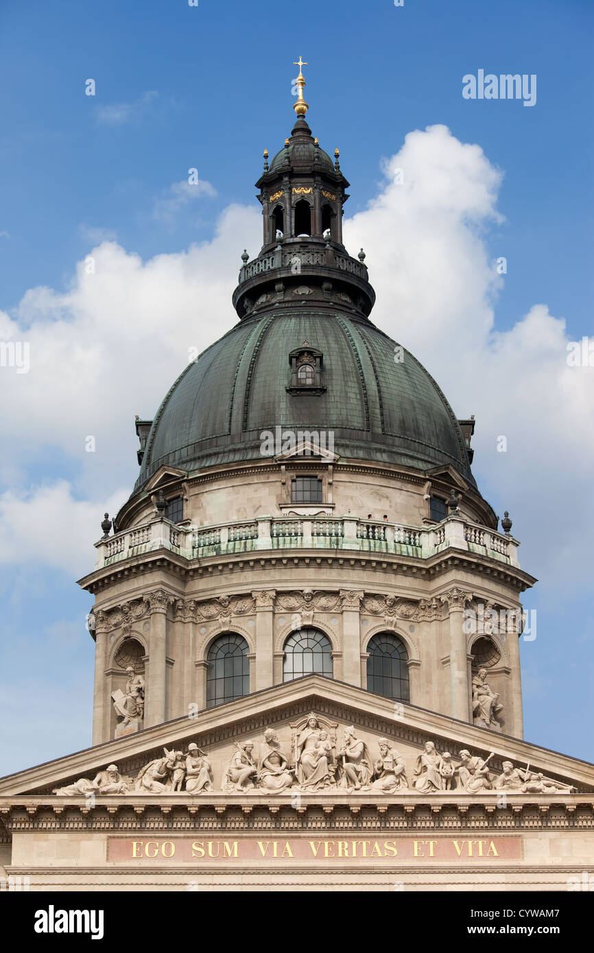 Dome and decorated with sculptures tympanum of the St. Stephen's Basilica in Budapest, Hungary. - Stock Image
