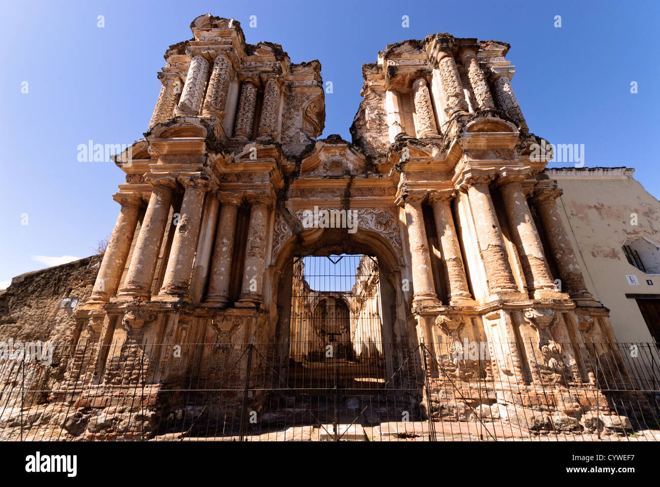Earthquake ruins of the former Carmen Church in Antigua Guatemala. Famous for its well-preserved Spanish baroque - Stock Image