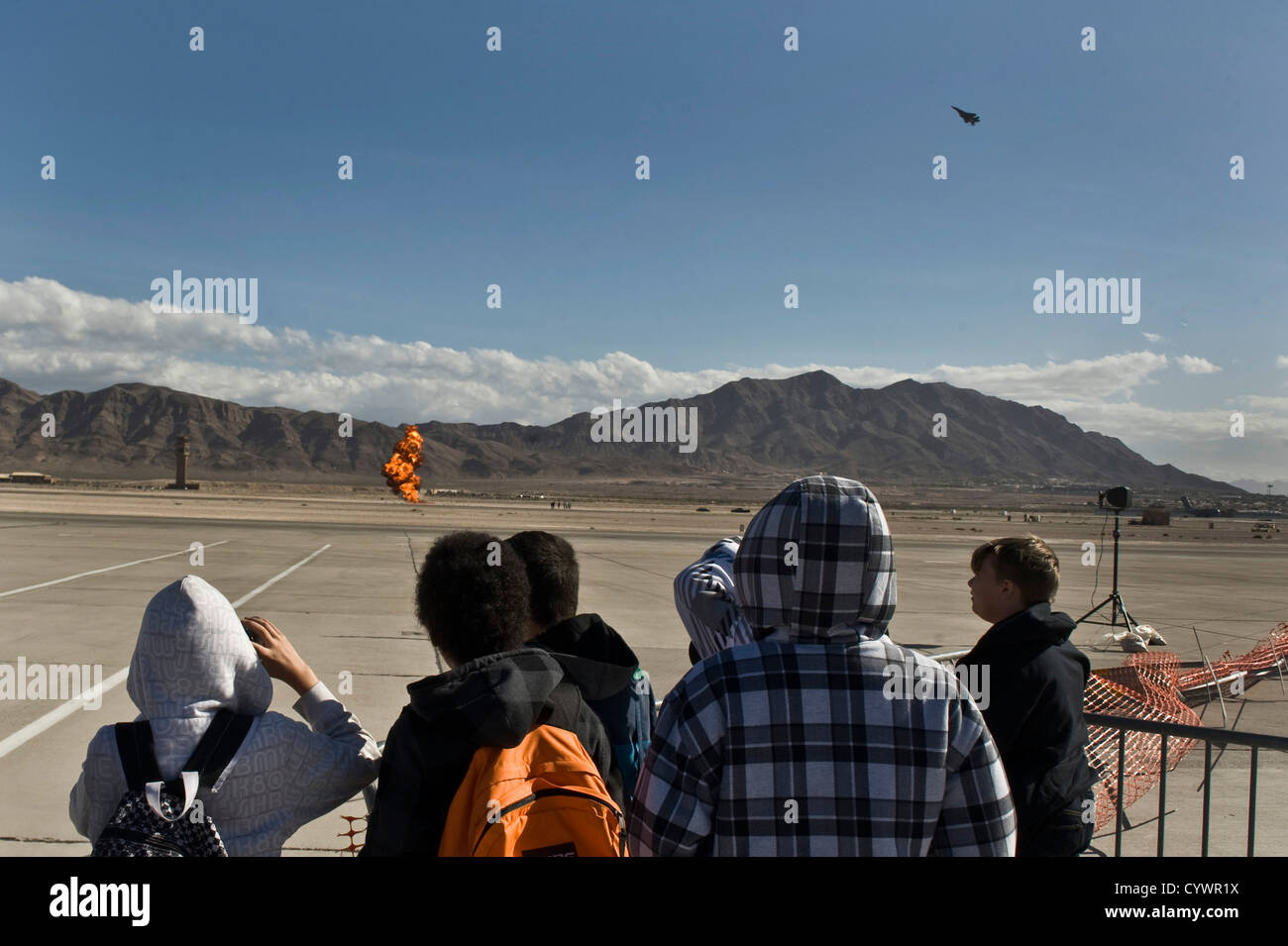 Students from the Innovations International Charter School of Nevada look on as an F-15 Fighting Falcon simulates - Stock Image