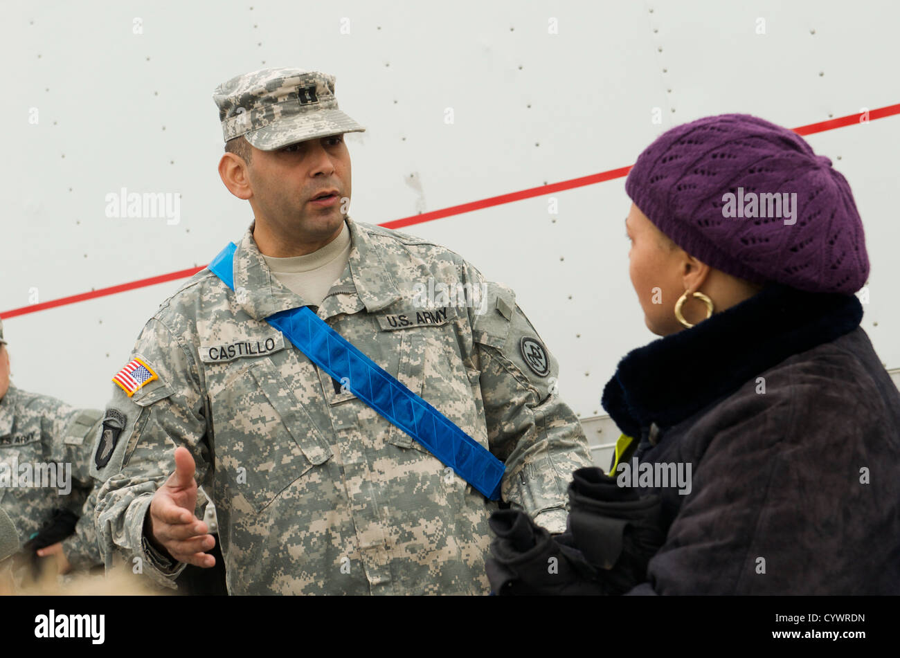 Army National Guard Capt. Rafael Castillo, HHC, 2nd Squardron, 101st Cavalry Regiment, speaks with Jeanine Sherwood, - Stock Image