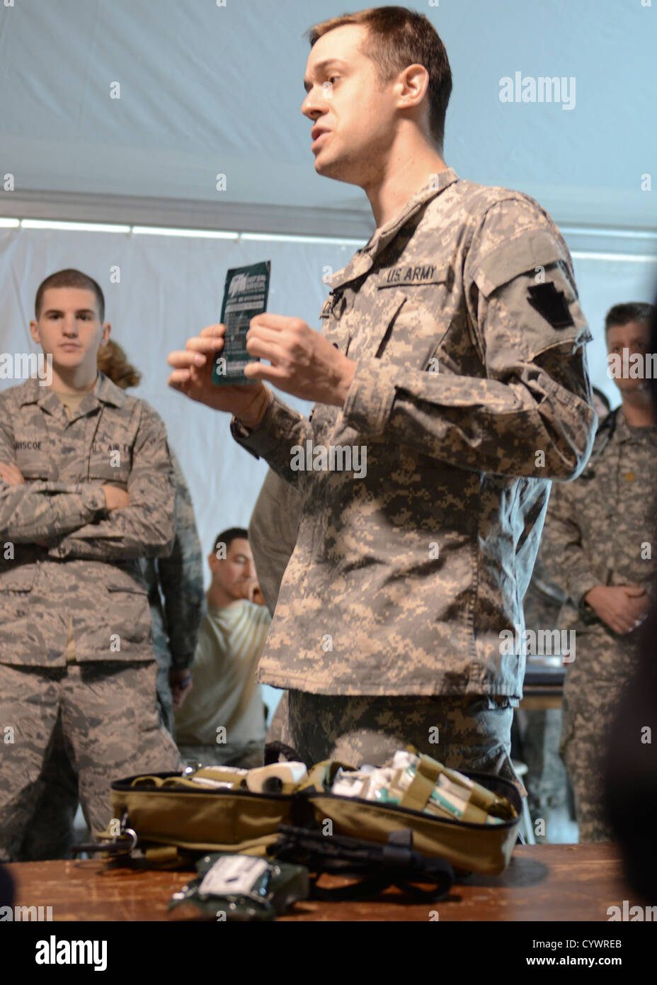 Army National Guard Spc. Kory Dench, C. Co., 228th Brigade Support Battalion, explains the contents of a combat - Stock Image