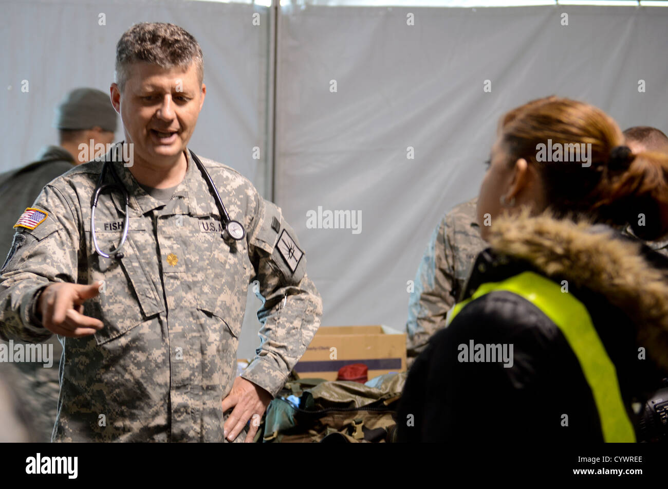 National Guard Maj. Peter Fish, 466th Area Medical Support Company, speaks with students from the St. Paul School - Stock Image