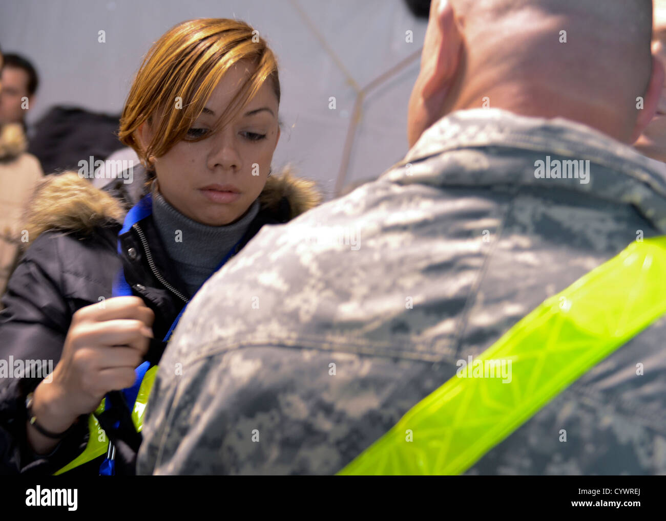 Josbeth Lebron, a senior at the St. Paul School of Nursing, applies a tourniquet to a soldier on Floyd Bennett Airfield, - Stock Image