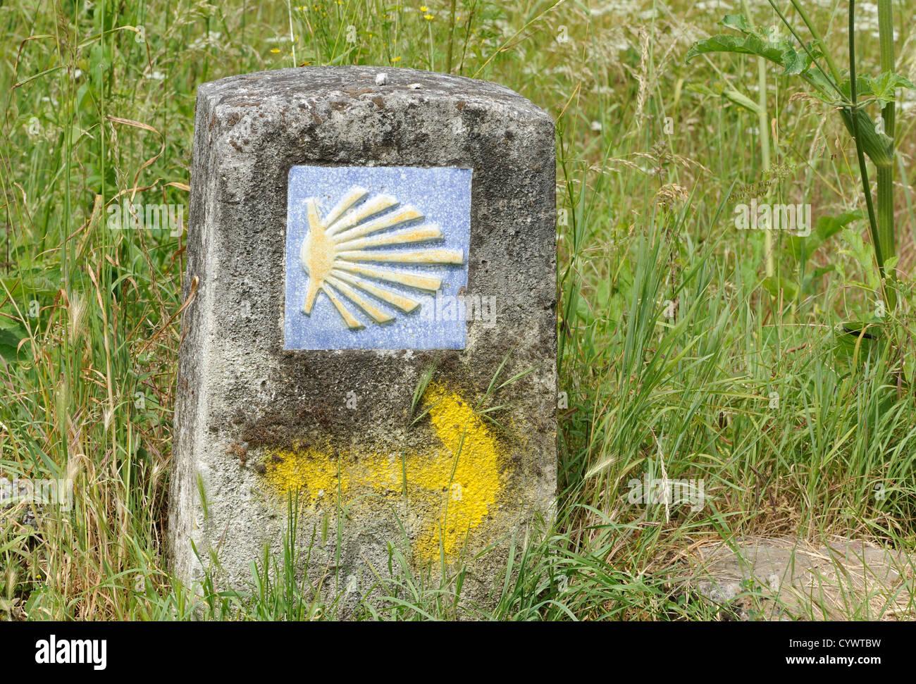 Scallop shell symbol marking the pilgrim's path to Santiago  de Compostela. Herrerias, Leon, Galicia, Spain - Stock Image